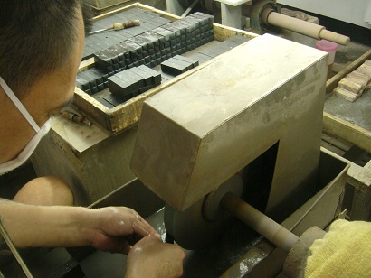 Contracted processing-Seal material grinding